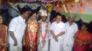 GREETING WEDDING COUPLE AT KANDARAMANICKAM (1)