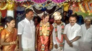 GREETING WEDDING COUPLE AT KANDARAMANICKAM