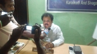 PRESS MEET AT KARAIKUDI OFFICE (1)